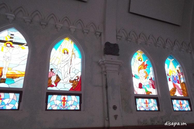 Cửa sổ nhà thờ Sapa.